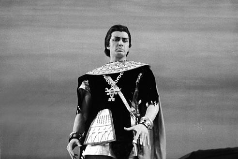 Franco Corelli in Aida – Scala, 23 dicembre 1956 (Archivio Teatro alla Scala)
