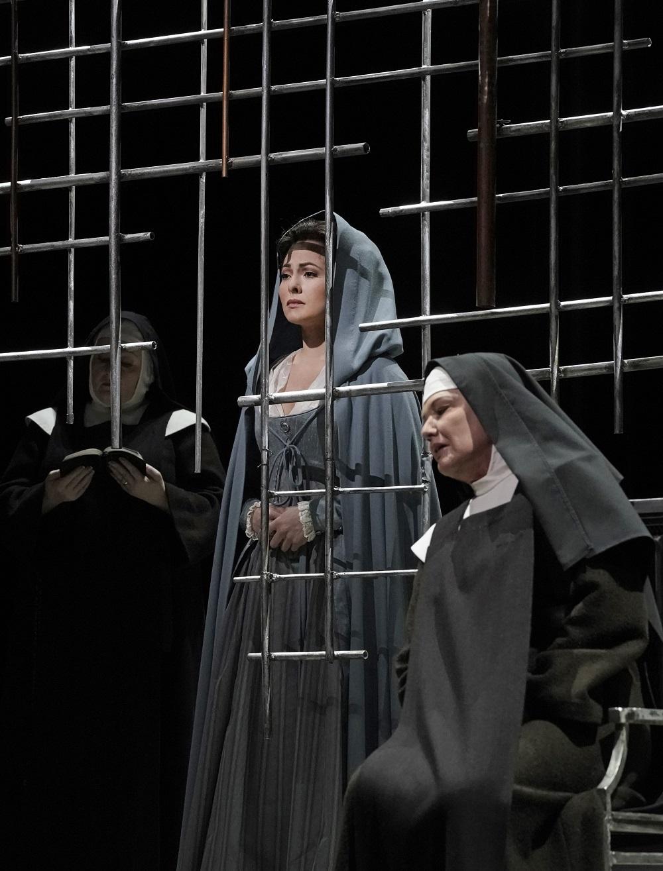 Isabel Leonard, Karita Mattila - Photo: Ken Howard/Met Opera