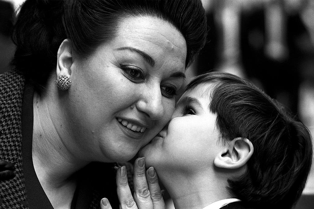Montserrat Caballé con suo figlio