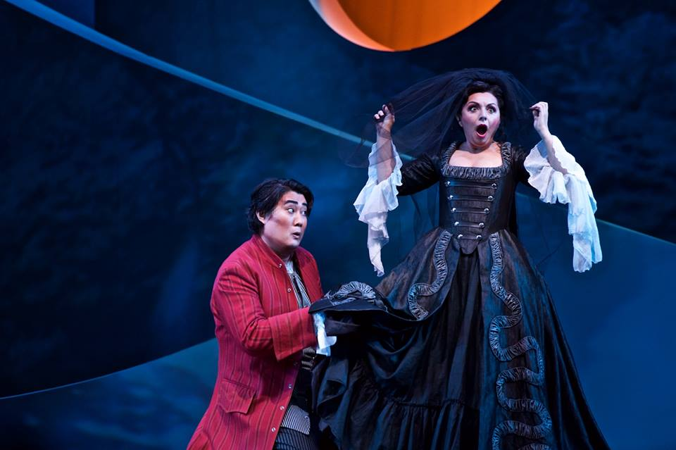 Shenyang (Figaro) and Nuccia Focile (Susanna dressed as The Countess) in