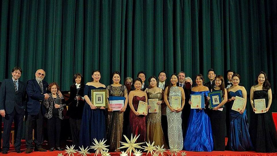 i finalisti con la giuria - foto Angelo Bolsi