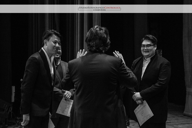 alcuni concorrenti a colloquio con il Presidente di giuria, Luigi Stillo - credits Studio Controluce di Giuseppe De Seta